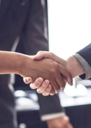 1st Financial Bank USA shaking hands