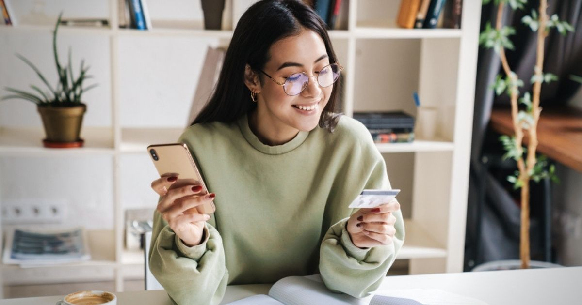 How to Build Credit in College in 5 Steps